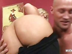 Blonde MILF Posing coupled with Showing Off Her Ass