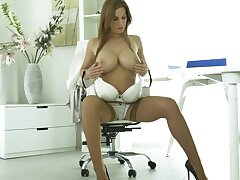 Taking cougar Carol Gold moans while pinpointing her snatch