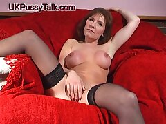 Crotchety hottie Wendy Taylor stretches her pussy with a big knick-knack