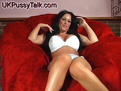 Smoking hot Kerry-Louise stretches her cunt with another toys