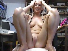 Sexy mart babe Krystal Niles spreads her legs less masturbate