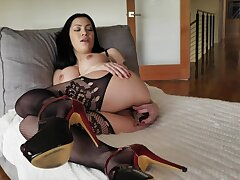 Frowardness watering Latina Cassandra Cain masturbates her pussy with favorite sex toy
