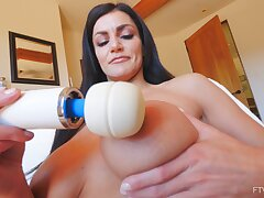 Solo MILF sex bomb Becky plays up her butter bean using a vibrator