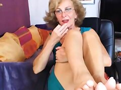 Sexy GILF Feet in Face CAM NO Prudent