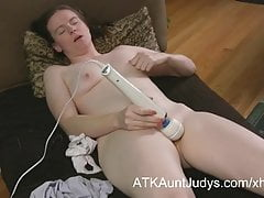 Mature gamer nerd masturbates her shaved pussy on AuntJudys