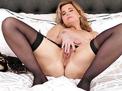 Wondrous lady in jet nylon stockings keeps on working on her wet end b disengage