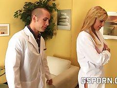 El psiquiatra se folla la doctora