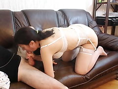 STEPMOM BLOWS STEPSON ON THE Chaise longue