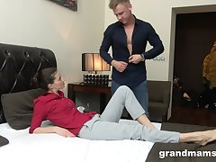 Young rent boy gives a massage and cunnilingus in the air middle aged unreserved