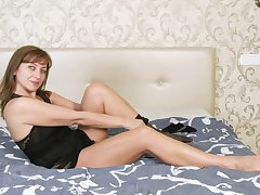 Horny alone woman Rafaella is just eager in the air please the brush own stained pussy