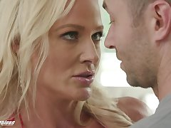 Forlorn fucking in along to kitchen and living-room with MILF Sydney Hail