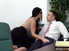 Nude MILF loves a good dick during her lunch break