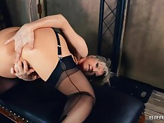 Solo blonde ass fucks herself around a bagatelle by means of a hot solo
